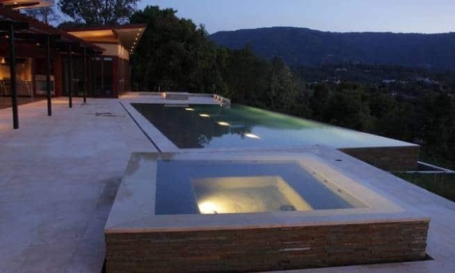 piscina con jacuzzi imagen