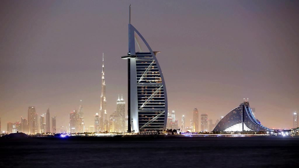 rascacielos estilo futurista