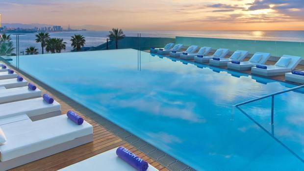 piscina infinita imagen